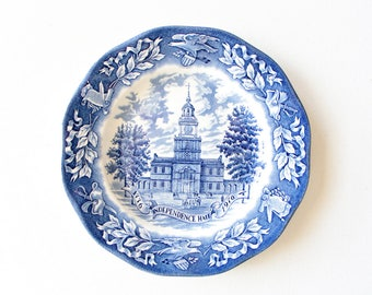 Vintage souvenir collectible - 1776 Independence Hall Bicentennial plate made in England for Avon in 1976 / white and blue desert plate