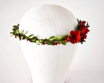 Boxwood and red velvet flower crown. Christmas flower crown. Red holiday headband. Christmas floral halo. Christmas wedding circlet.