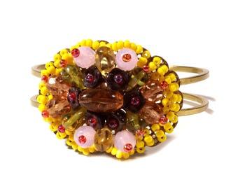 Vintage Czech hand wired glass beaded flower basket gold tone clasp bracelet 27-21