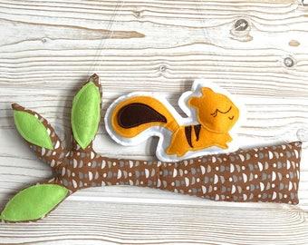 """suspension """"branche d'arbre et son ecureuil""""décoration de chambre enfant"""