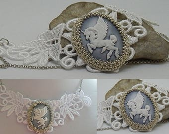 "Cameo ""pegasse"" lace white and silver necklace"