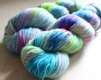 "Magpie - ""Poolside"" - Superwash merino, nylon, gold stellina - sock yarn"
