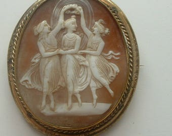 Large Victorian carved shell cameo brooch