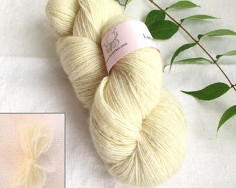 Lacy Day, 1-ply yarn, fine wool, local, Made in Sweden, 630 m per skein of 150 g, offwhite, soft knitting yarn, locally produced yarn