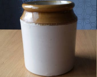 Earthenware storage jar / pot