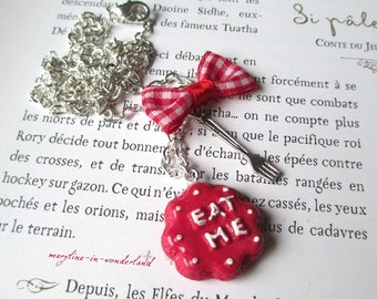 "Red cake necklace ""Eat Me"" Alice in Wonderland country"