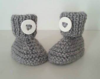 Slippers for born babies in 12 woolen hand-knitted months intoxicate with ornamental button