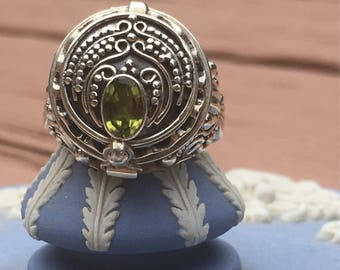 Free shipping in US on orders over 40 dollars-Peridot Poison Ring, Secret Box 92.5 Silver