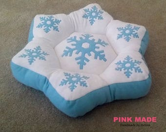 Custom Personalized Snowflake BED ~~!!! Unique,Lovely Dog ..Pet Bed~!!