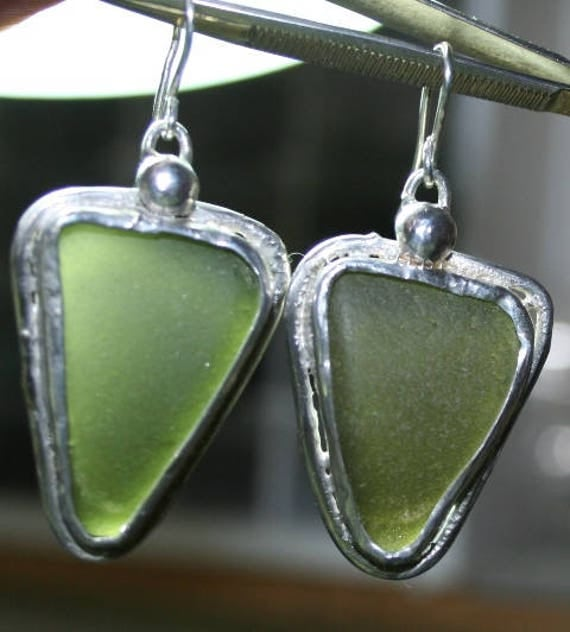 GREEN TRIANGLES - Sea glass and silver earrings