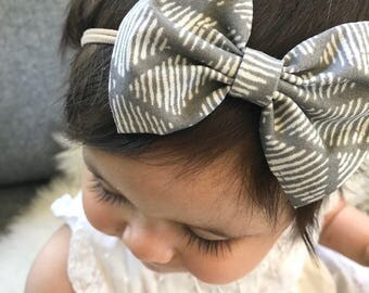 Gray Webs : baby bow