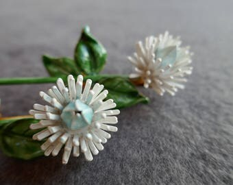 White Flower Pins by Roberts