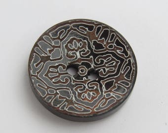 Large round wooden patterned button front