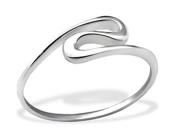 Simple and elegant: whirlwind ring, made of plain styerling silver