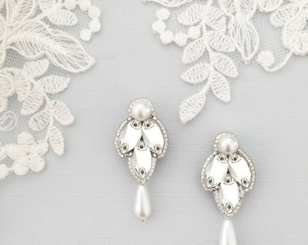 Clementine Earrings Silver, Ivory and Pearl - Britten Weddings - Sample Sale