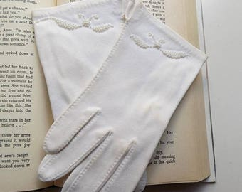50s White Embroidered Formal Gloves with bird design