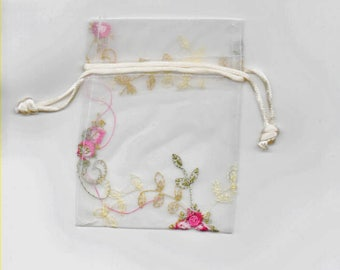 5 pockets bag goodies in ivory Organza decorated 8 x 10 Cm