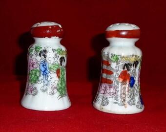 Japanese Vintage Kutaniyaki Porcelain Twin Shakers design of Japanese Geisha Girls in Kyoto from 1930s