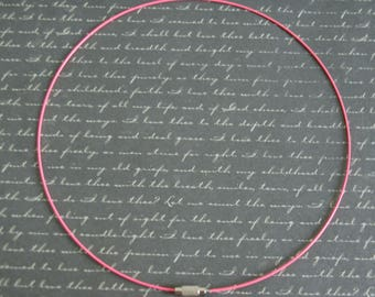 Vibrant pink Choker with screw 45cm
