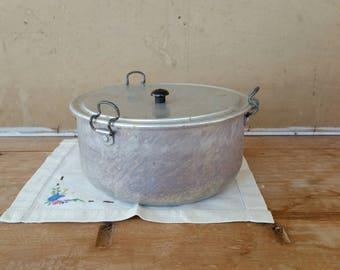 Vintage pudding steamer/ aluminium with bakelite handle