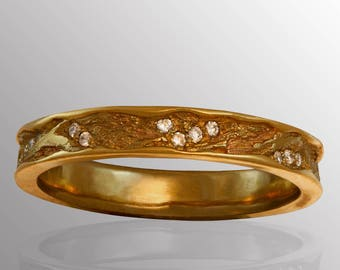 18K Yellow Gold Textured Ring with Polished Edges & Diamonds