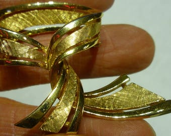 H6 Vintage Boucher Signed and Numbered 6972 Gold Toned Necktie Brooch.