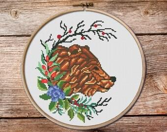 Bear cross stitch, bear cross stitch pattern, bear in wreath cross stitch, counted cross stitch, cross stitch pattern, modern cross stitch