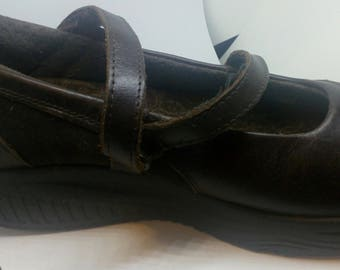 Vintage Brown SHape Ups by Sketchers..Shape  Up While You Walk..Like New..Size 8