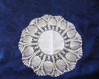 Handmade white CROCHET DOILY diameter 23 cm. Cotton and linen