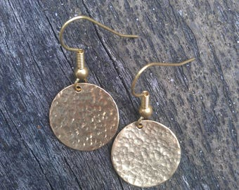 Hammered earrings, brass circle earrings, brass disc earring, brass earrings, hammered brass disc earrings, hammered brass circle earrings
