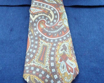 1970's Vintage Crest Tie by Favourite