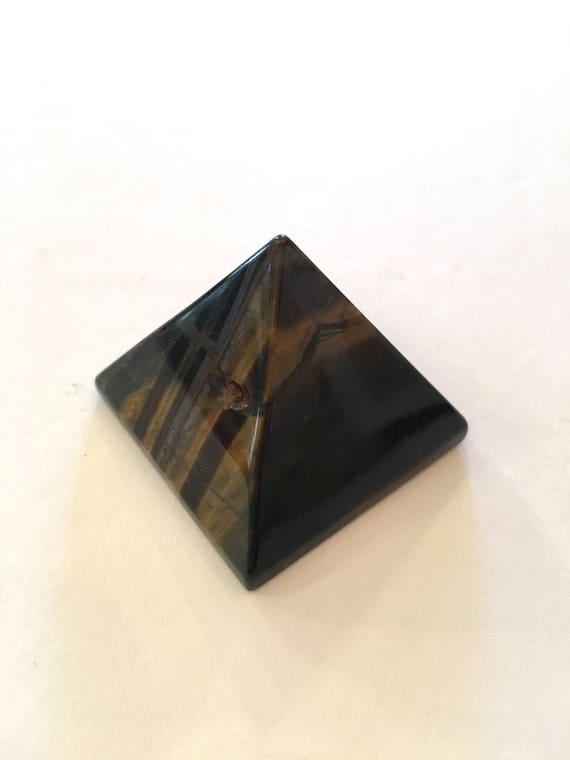TIGER'S EYE Pyramid// Crystal PYRAMID// Tiger's Eye// Stone Carved Pyramid// Healing Crystals// Healing Tools// Home Decor// Pyramid