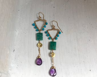 Goldfilled earrings made with small turquoise beads, amazonite, vermeil piece and amethyst briolette. 6 cm