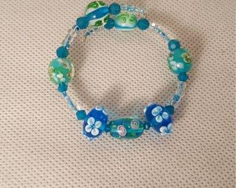 Blue glass beaded memory wire bracelet (BR031)