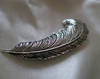 Beautiful vintage Sarah Coventry silver metal feather plume brooch