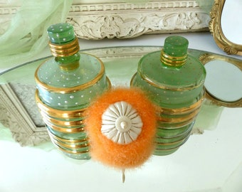 Vintage 1940's French Set of Art Déco Vanity Perfume Bottle & Beauty Powder Box with Puff, Green and Gold Glass, Shabby Chic, Made in France