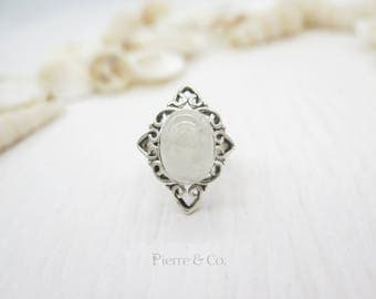Filigree Oval Shape Moonstone Sterling Silver Ring (Size 7)