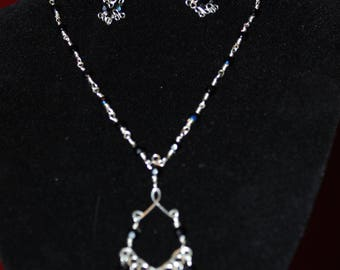 3 pieces set in filigree and iridescent black crystals