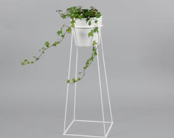 The Tulameen - Wire Steel Metal Planter - Plant Stand - Ceramic Pot