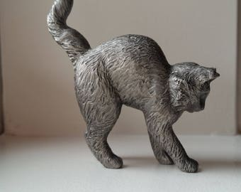 Pewter Scared Cat Figurine