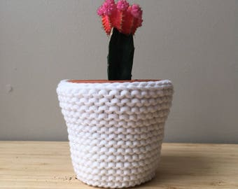 Small white planter, knitted planter, knitted plant pot cover, plant basket, macrame planter, knitted plant holder, knit plant pot, decor