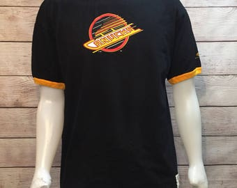 Vintage Hockey NHL Vancouver Canucks Black and Yellow old logo T shirt