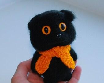 black crochet cat with yellow eyes/ amigurumi kitten/ miniature cat/ cute cat/toy funny animal/green eyes