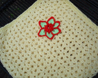 Soft yellow babyblanket with a nice flower 80x80cm