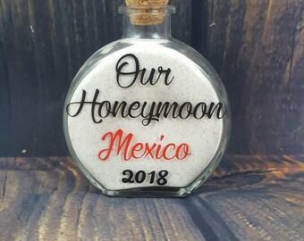 Honeymoon sand bottle - Honeymoon keepsake - Beach wedding - Beach honeymoon - Honeymoon gift - Sand bottle - Sand jar