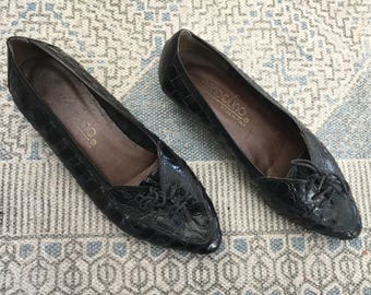 1980s Bandolino Leather Flats, Black Pointed Toe Laced Slip Ons, Sz 6