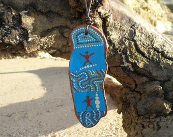 Gift for surfers. Original gift for housewarming. Mini totem in driftwood, aboriginal art style. Pointillism. 2 surfers!