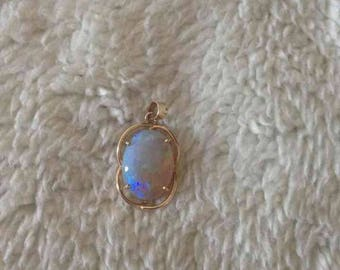 Beautiful Vintage Natural Authentic Opal Necklace Pendant Sparkling