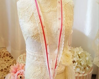 Shabby Chic Lace Necklace - Harmony