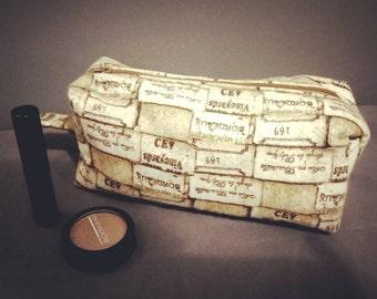 Flannel Boxy wine cork zip-up pouch